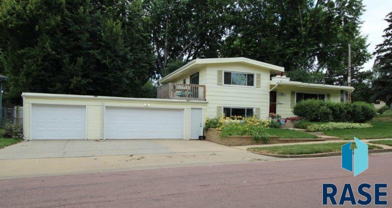 2301 W Larkin Dr, Sioux Falls, SD 57105