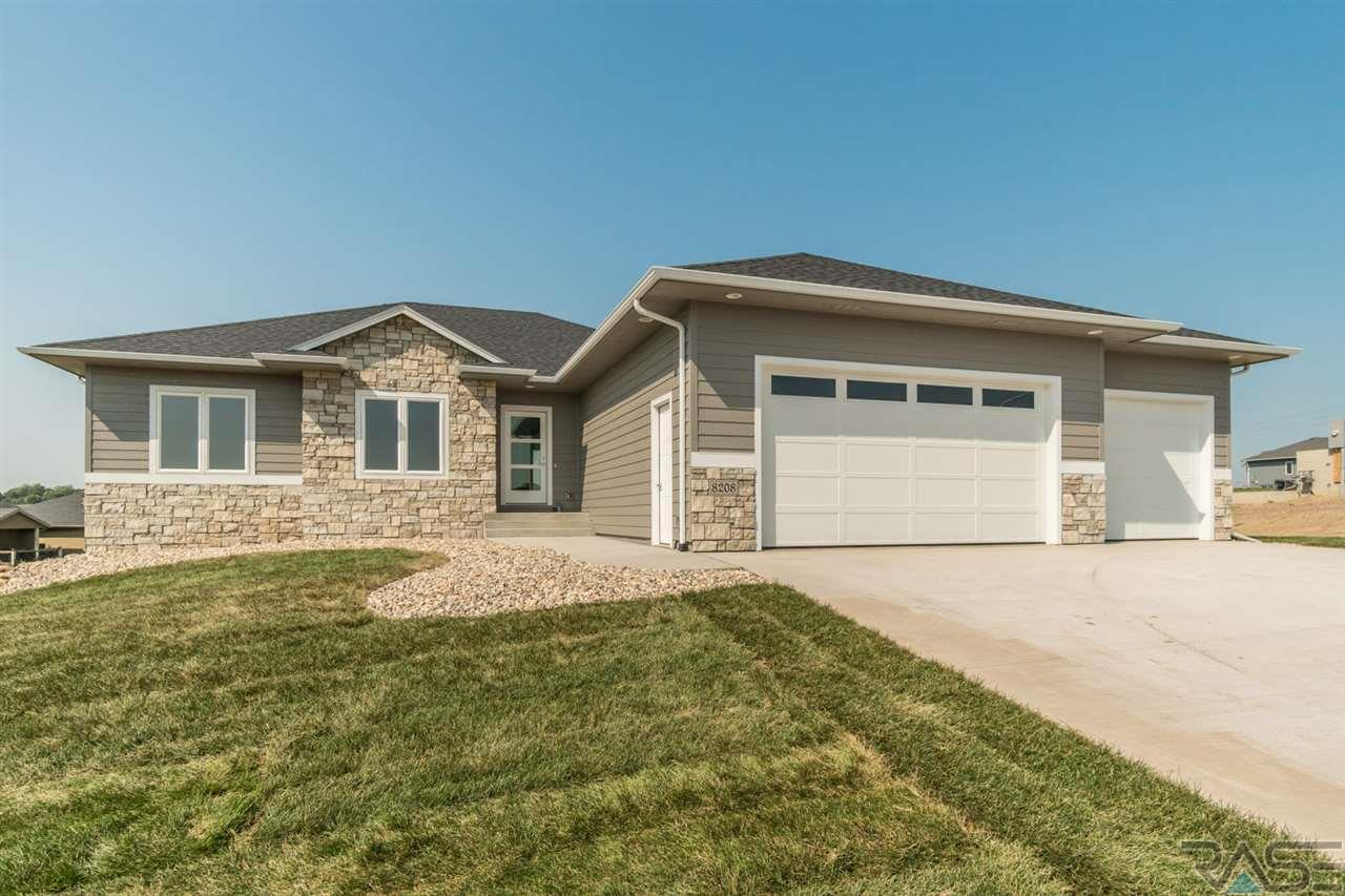 8208 E Willow Leaf St, Sioux Falls, SD 57110