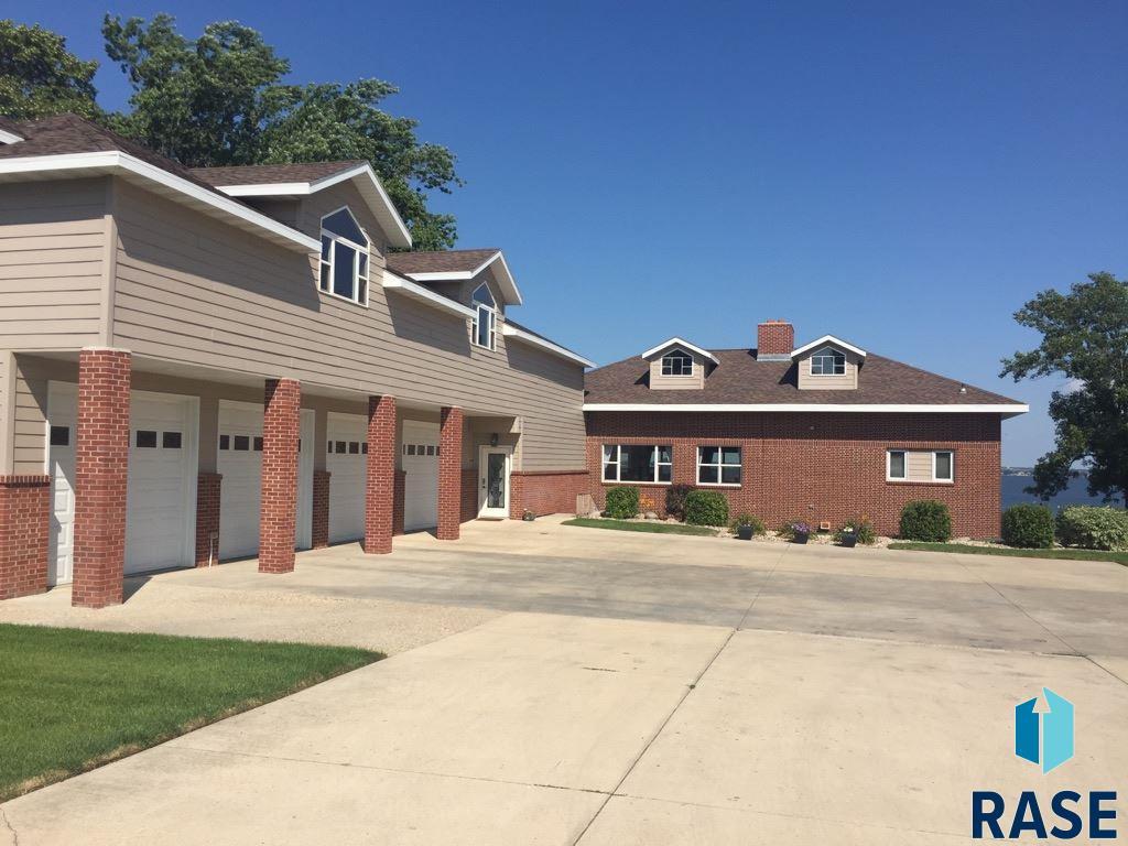 426 South Lake Drive Dr, Watertown, SD 57201