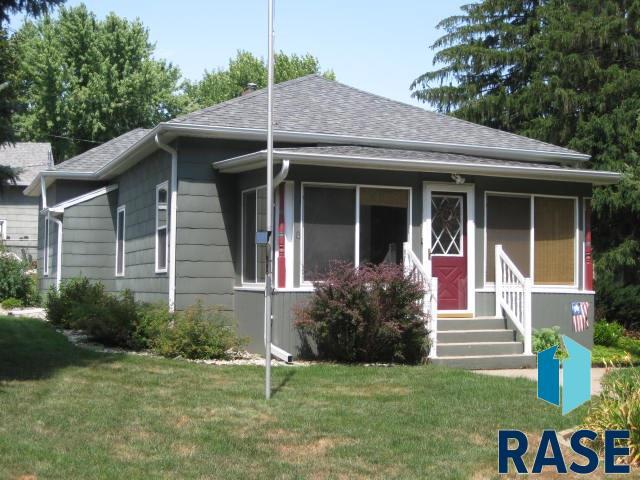 304 E 8th St, Dell Rapids, SD 57022