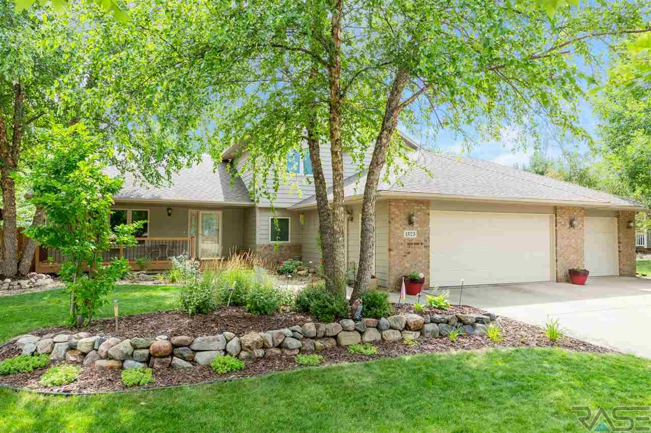 1325 S Dundee Dr, Sioux Falls, SD 57106