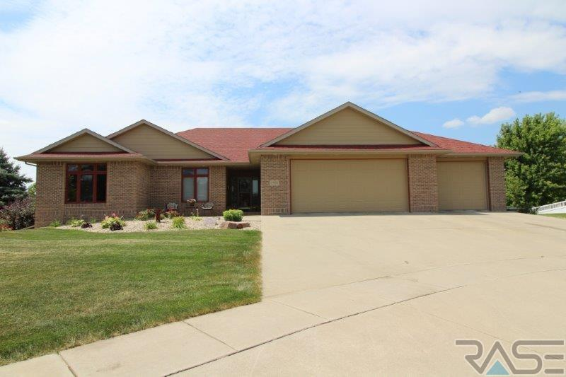 2204 E Byrum Cir, Brandon, SD 57005