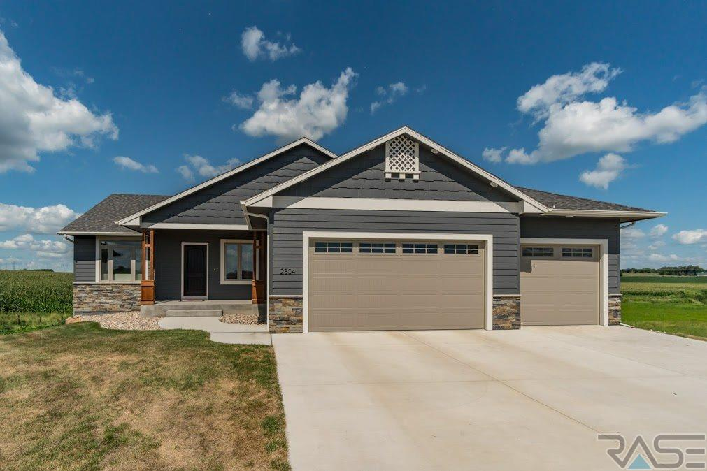 2804 E Sunray Cir, Brandon, SD 57005