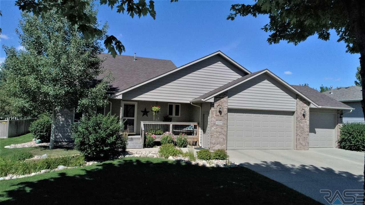 5209 S Woodwind Ave, Sioux Falls, SD 57108