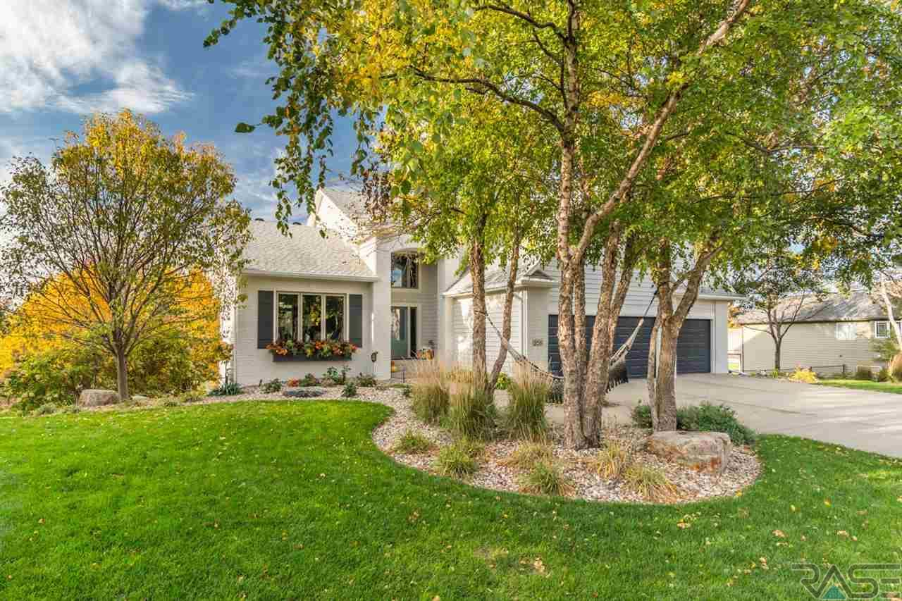 205 W Spy Glass Dr, Sioux Falls, SD 57108
