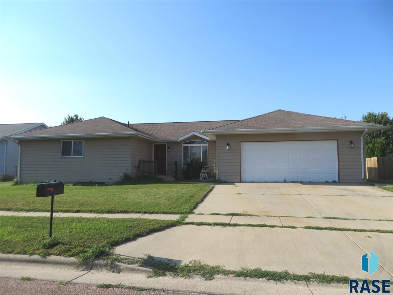 814 W 2nd Ave, Lennox, SD 57039