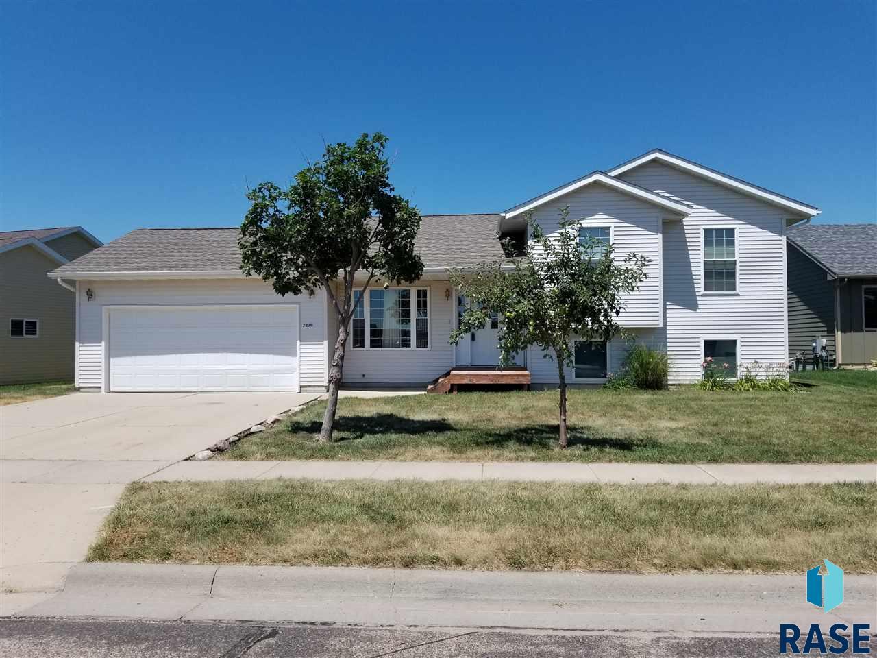 7220 W Prairie Rose St, Sioux Falls, SD 57107
