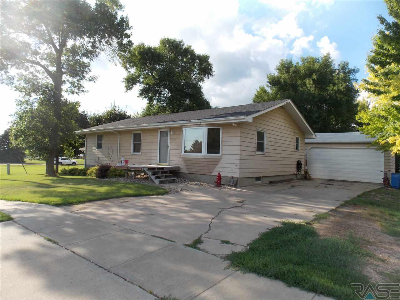 520 W 1st St, Tea, SD 57064