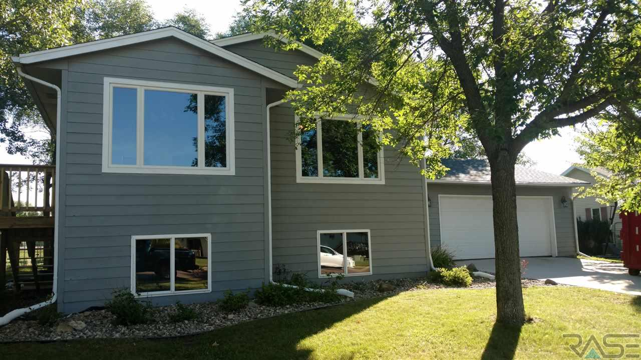 504 Crystal Dr, Hartford, SD 57033