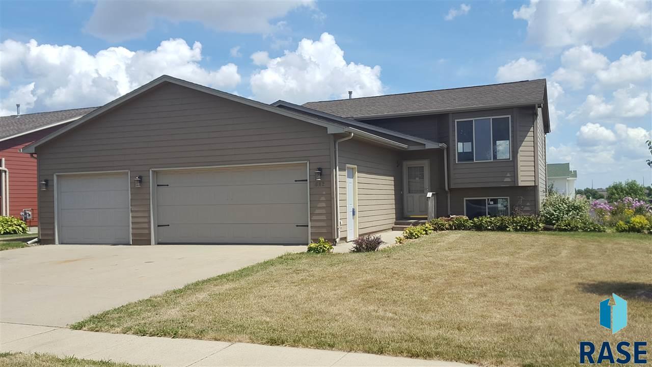 612 S Wheatland Ave, Sioux Falls, SD 57106