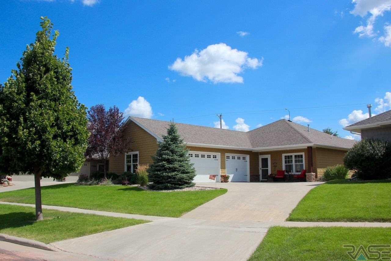 1021 Clubhouse Ct, Dell Rapids, SD 57022