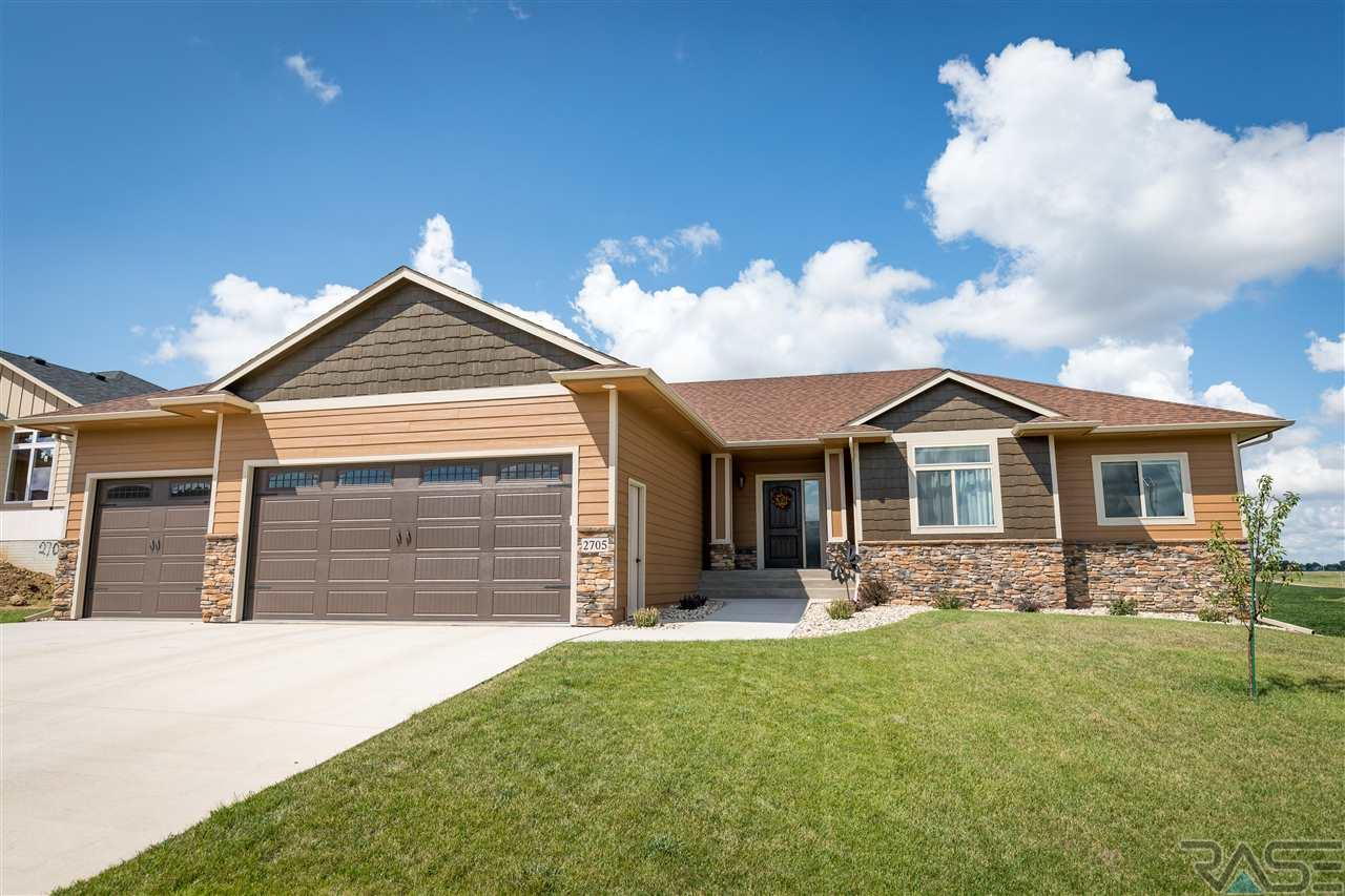 2705 Moss Stone Ave, Sioux Falls, SD 57110