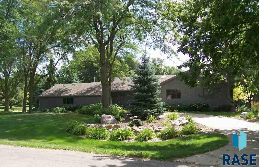 601 W Jolyn Dr, Sioux Falls, SD 57108