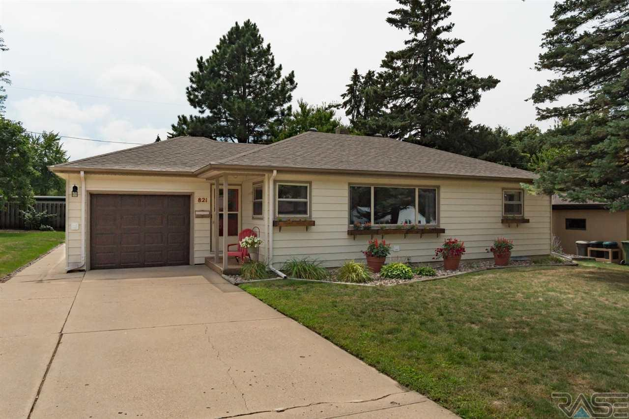 821 S Roberts Dr, Sioux Falls, SD 57104