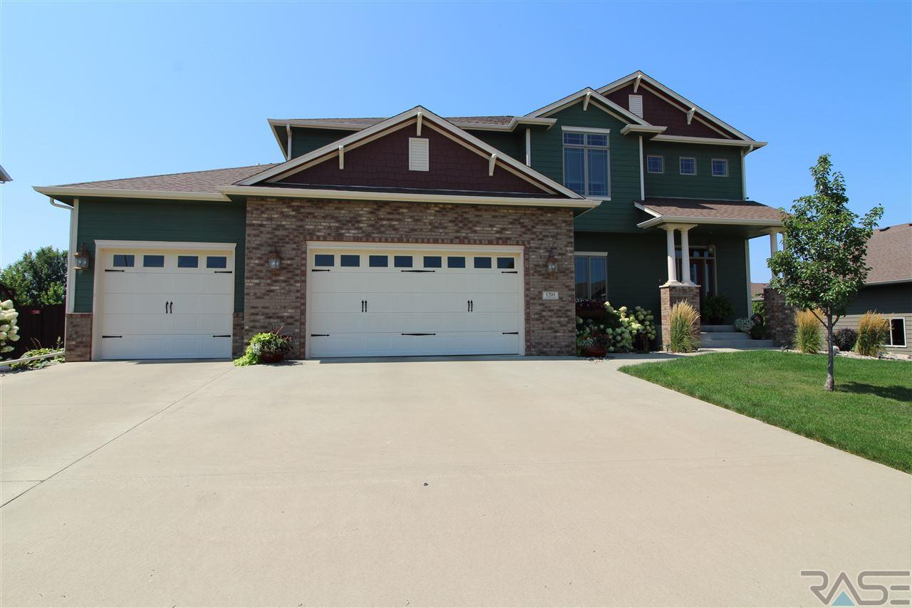 1201 S Tayberry Ave, Sioux Falls, SD 57106