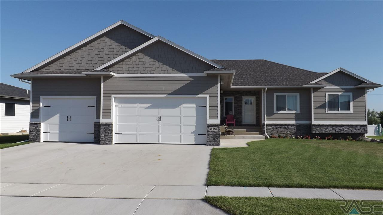 9309 Kingsfisher Dr, Sioux Falls, SD 57106