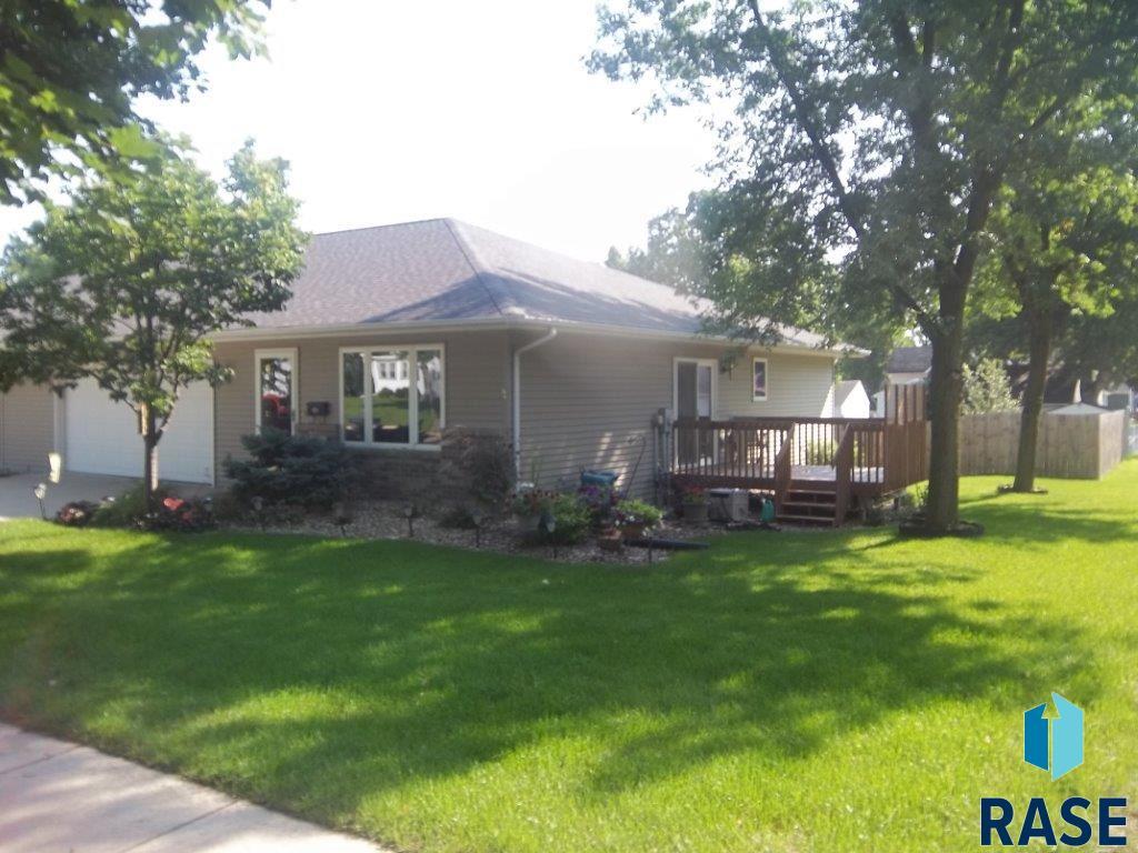 516 N Cedar St, Luverne, MN 56156