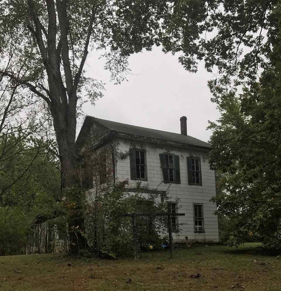 LARGE 4 BEDROOM, 1 BATH PLANTATION STYLE HOME. HAS PLENTY OF OLD CHARM WITH LOTS OF NATURAL WOOD FLOORS, WOODWORK AND HALF SPIRAL  STAIRCASE.  ALL 4 BEDROOMS ARE FAVORABLE SIZE. THIS IS DEFINITE FIXER UPPER WITH LOTS OF POTENTIAL. PROPERTY SITS ON 4.5 ACRES WITH PLENTY OF SCENERY!
