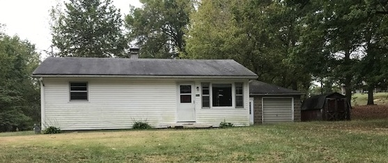 2 BEDROOM, 2 BATH, RANCH STYLE HOME. LARGE LIVING ROOM WITH PLENTY OF SPACE FOR FOR YOUR FAMILY TO RELAX. NICE KITCHEN WITH PLENTY OF CABINETS. BOTH BEDROOMS ARE A FAVORABLE SIZE. BOTH BATHS NEEDS SOME TLC TO GET FUNCTIONABLE.  NICE GARAGE WITH AMPLE ROOM FOR STORAGE. AMAZING OPPORTUNITY FOR AMAZING HOME AT AN AMAZING PRICE.