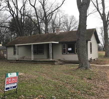 """2 BEDROOM, 2 BATH, RANCH STYLE HOME. HUGE LIVING ROOM WITH PLENTY OF SPACE TO SIT BACK AND RELAX. BOTH BEDROOMS ARE A FAVORABLE SIZE. THERE ARE 2 BATH, 1 BATH IS A BLANK CANVAS, JUST WAITING FOR YOU TO DESIGN IT.  HOME SITS ON A LARGE 0.96 ACRE LOT, WITH TONS OF POTENTIAL. PROPERTY IS BEING SOLD """"AS-IS"""""""