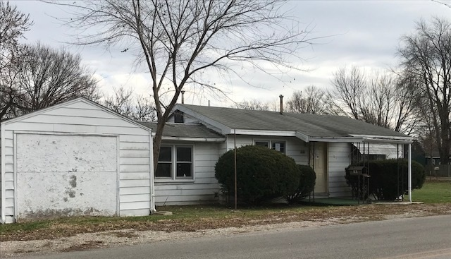"""2 BEDROOM, 1 BATH, COTTAGE STYLE HOME. NICE LIVING ROOM WITH PLENTY OF ROOM TO SIT BACK AND RELAX. BOTH BEDROOMS ARE A FAVORABLE SIZE. KITCHEN FEATURES PLENTY OF CABINETS AND COUNTER SPACE. DEN/COMPUTER ROOM, COULD BE A POSSIBLE THIRD BEDROOM. GARAGE HAS AMPLE ROOM FOR STORAGE. PROPERTY IS BEING SOLD """"AS-IS"""""""