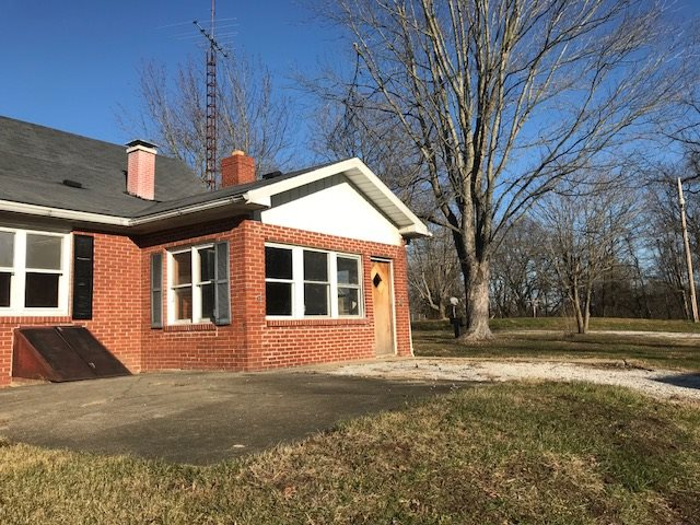 2 BEDROOM, 1 BATH, 1.5 STORY BRICK HOME. LARGE LIVING ROOM WITH PLENTY OF ROOM FOR YOUR FAMILY TO SIT BACK AND RELAX. BOTH BEDROOMS ARE A FAVORABLE SIZE. THE LOWER LEVEL BEDROOM FEATURES AN AMAZING FIREPLACE. NICE KITCHEN THAT HAS  PLENTY OF CABINETS AND COUNTER SPACE. HOME SITS ON NEARLY 2 ACRES AND HAS A POLE BARN AND STORAGE SHED.