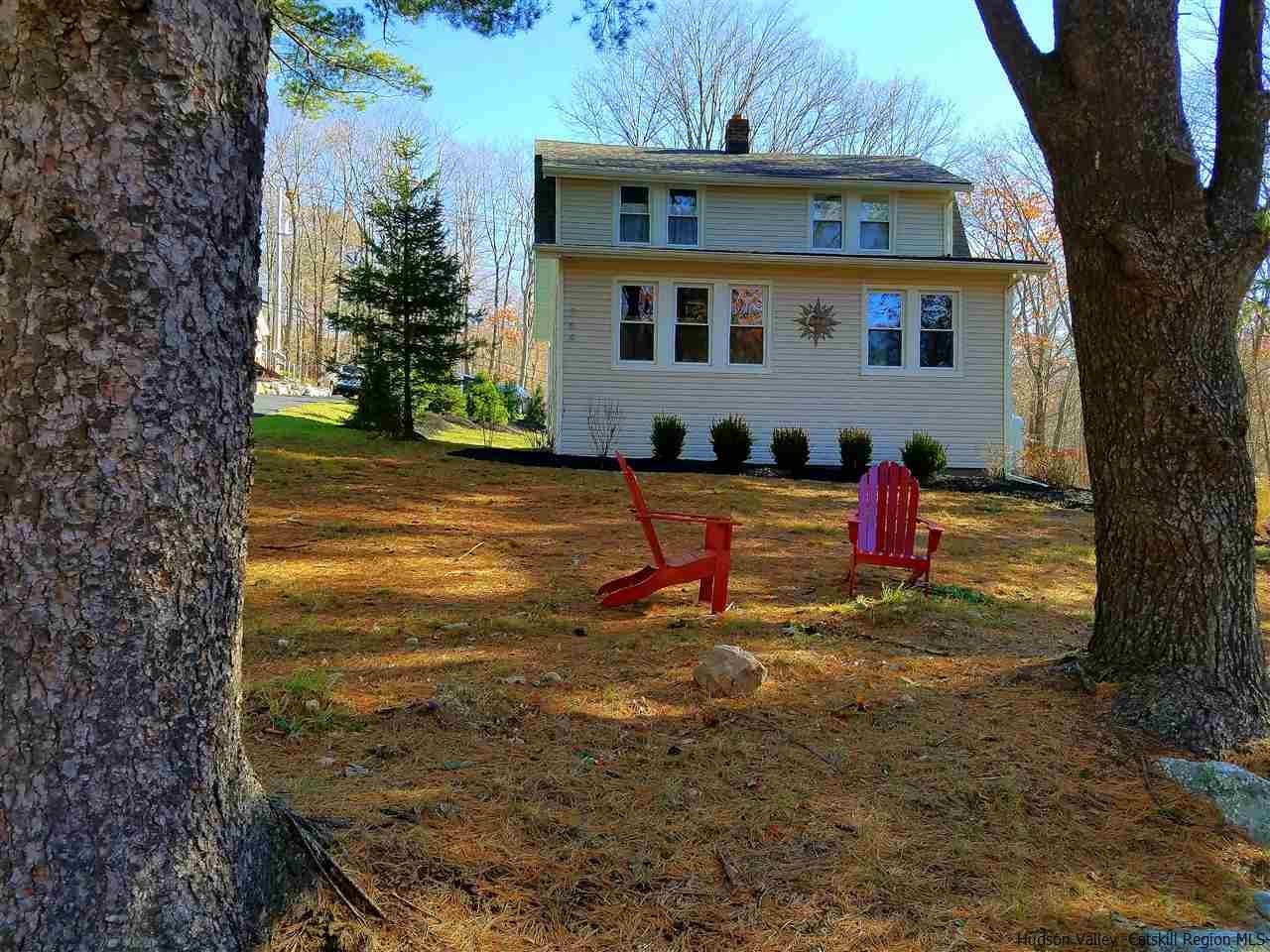 Single Family Home for Sale at 264 Cragsmoor Road 264 Cragsmoor Road Pine Bush, New York 12566 United States