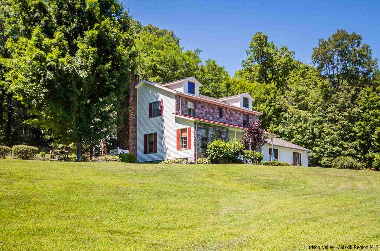 Single Family Home for Sale at 203 Mountain Road 203 Mountain Road Shokan, New York 12481 United States