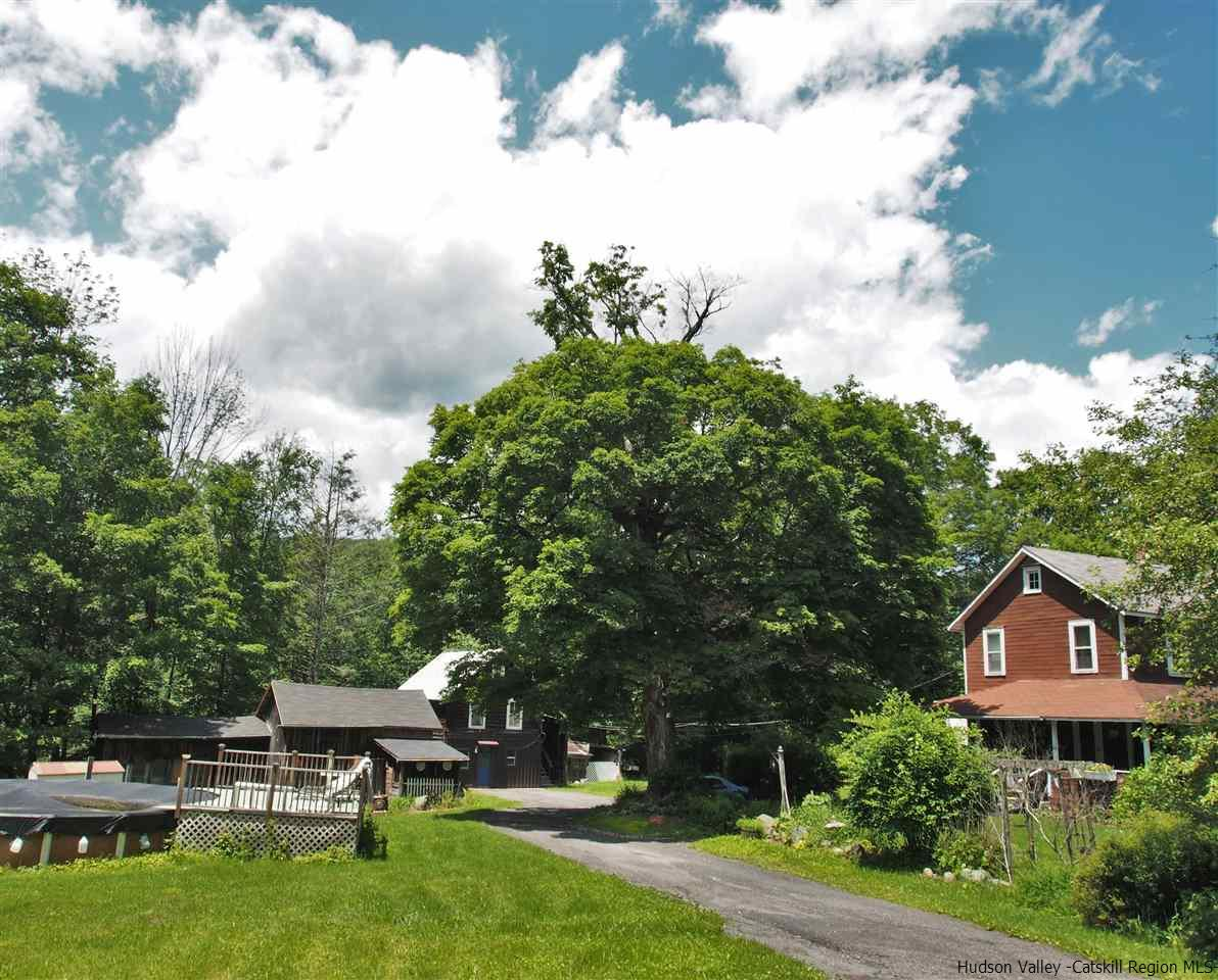 Single Family Home for Sale at 135 MacDaniel Road 135 MacDaniel Road Shady, New York 12409 United States