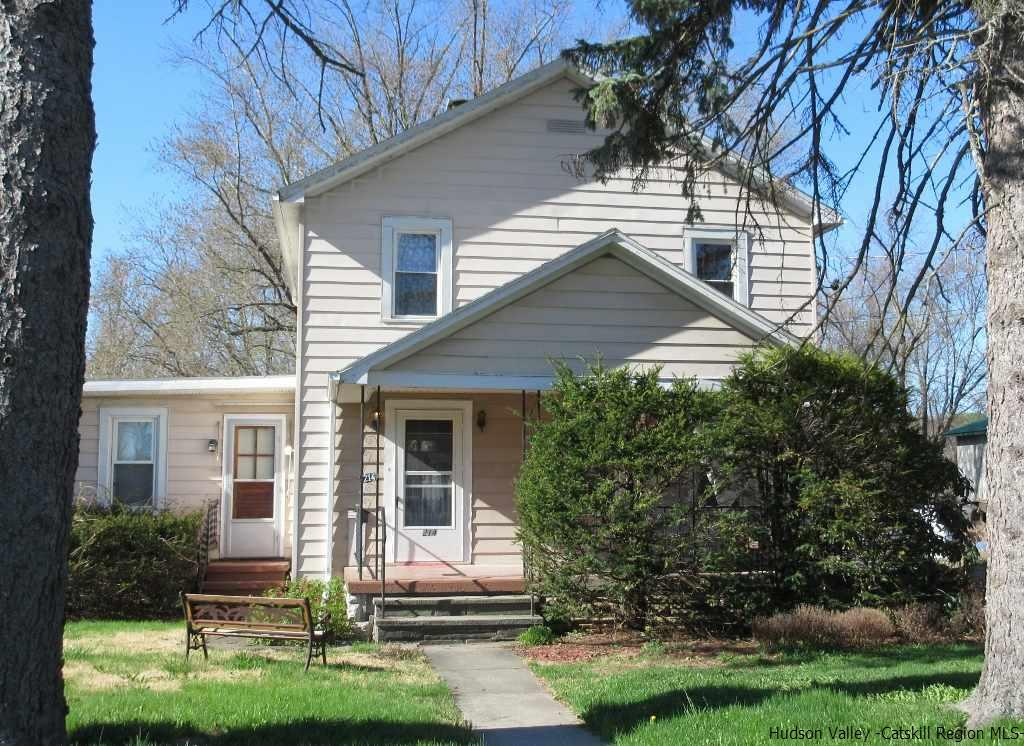 Single Family Home for Sale at 214 Ulster Avenue 214 Ulster Avenue Saugerties, New York 12477 United States