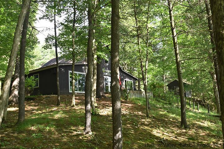 39 Lake Pleasant Dr., Staatsburgh, NY 12580