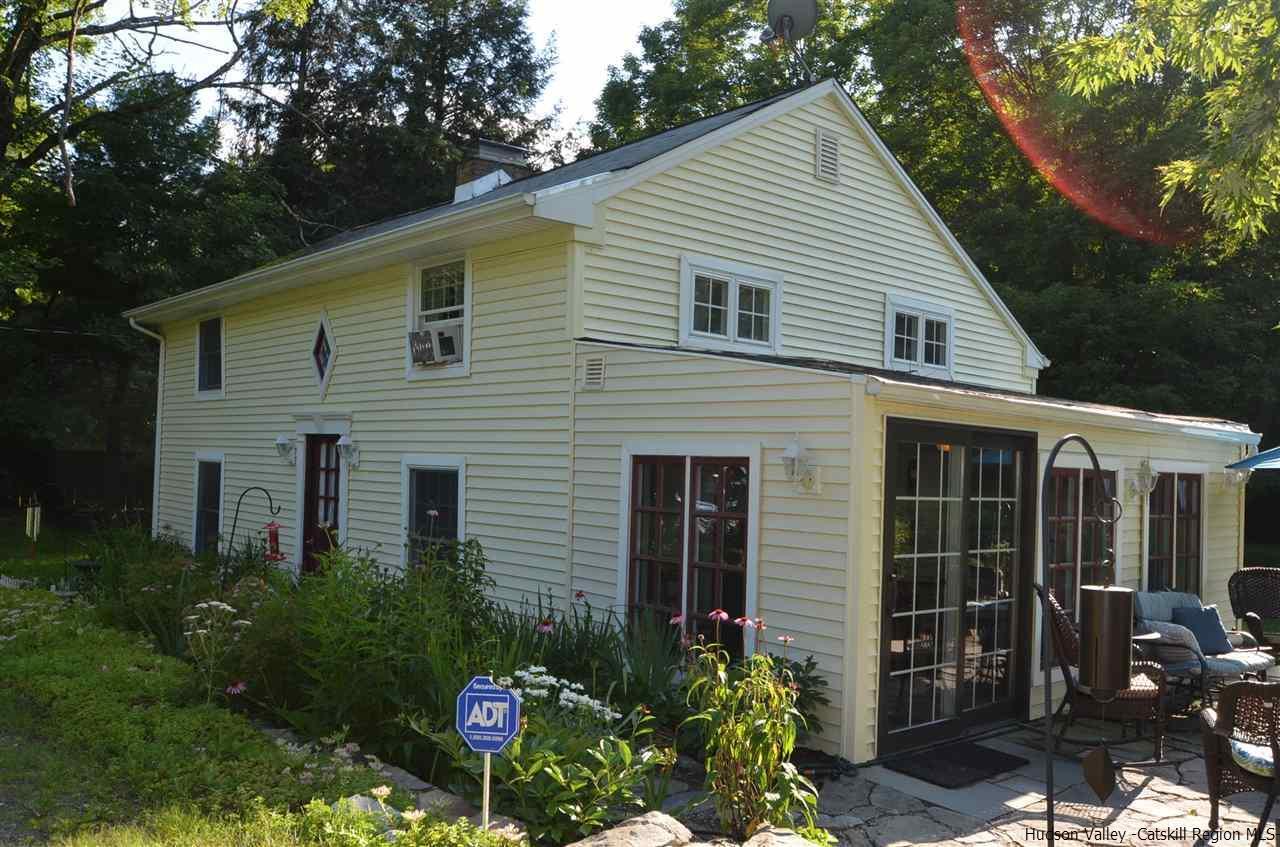 Single Family Home for Sale at 965 N Quaker Lane 965 N Quaker Lane Staatsburg, New York 12580 United States