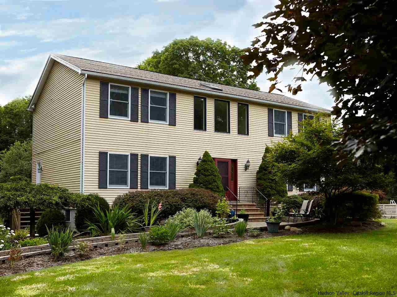 Single Family Home for Sale at 1300 Old Post Road 1300 Old Post Road Ulster Park, New York 12487 United States