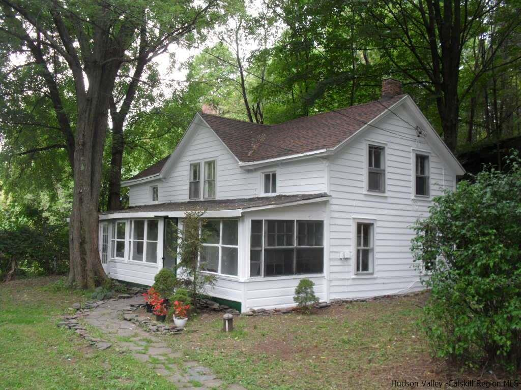 Single Family Home for Sale at 379 West Saugerties Road 379 West Saugerties Road Saugerties, New York 12477 United States