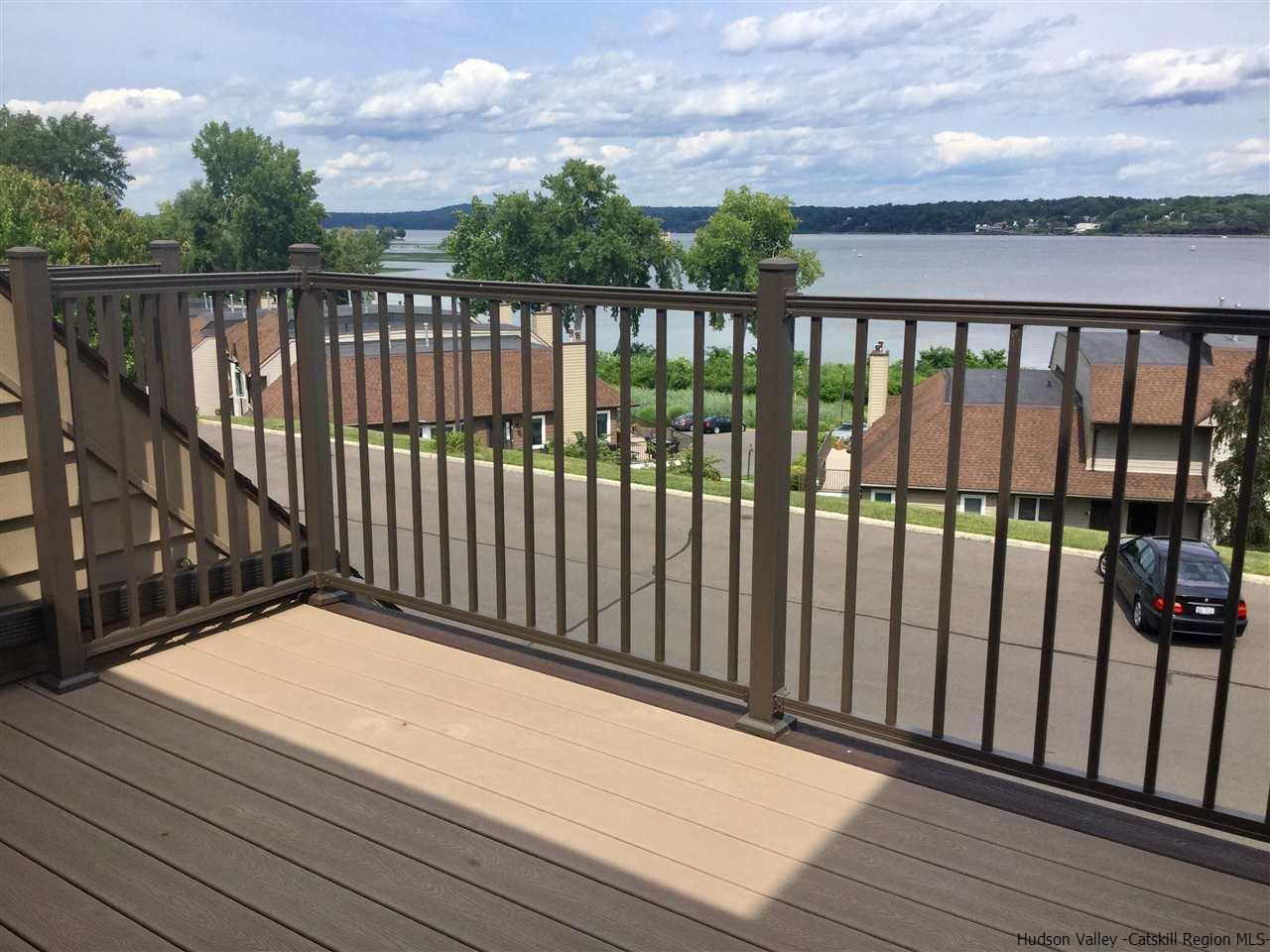 Your PRIVATE DECK Overlooks the Hudson River Relax or dine and Enjoy the View ~ Peace & Quiet