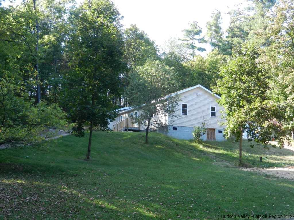 Single Family Home for Sale at 87 Potter Hill Road 87 Potter Hill Road Saugerties, New York 12477 United States
