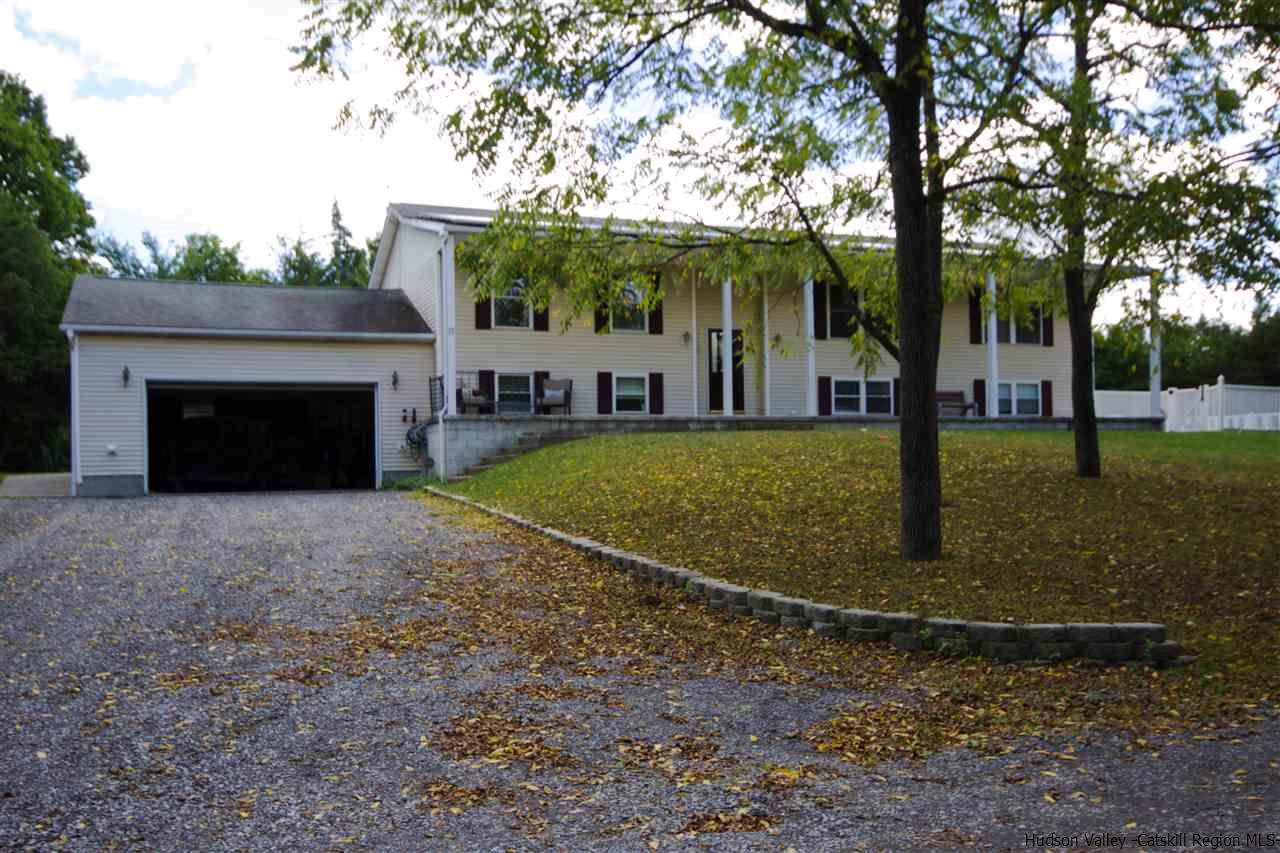 Single Family Home for Sale at 12 Walnut Grove Farm Road 12 Walnut Grove Farm Road Saugerties, New York 12477 United States