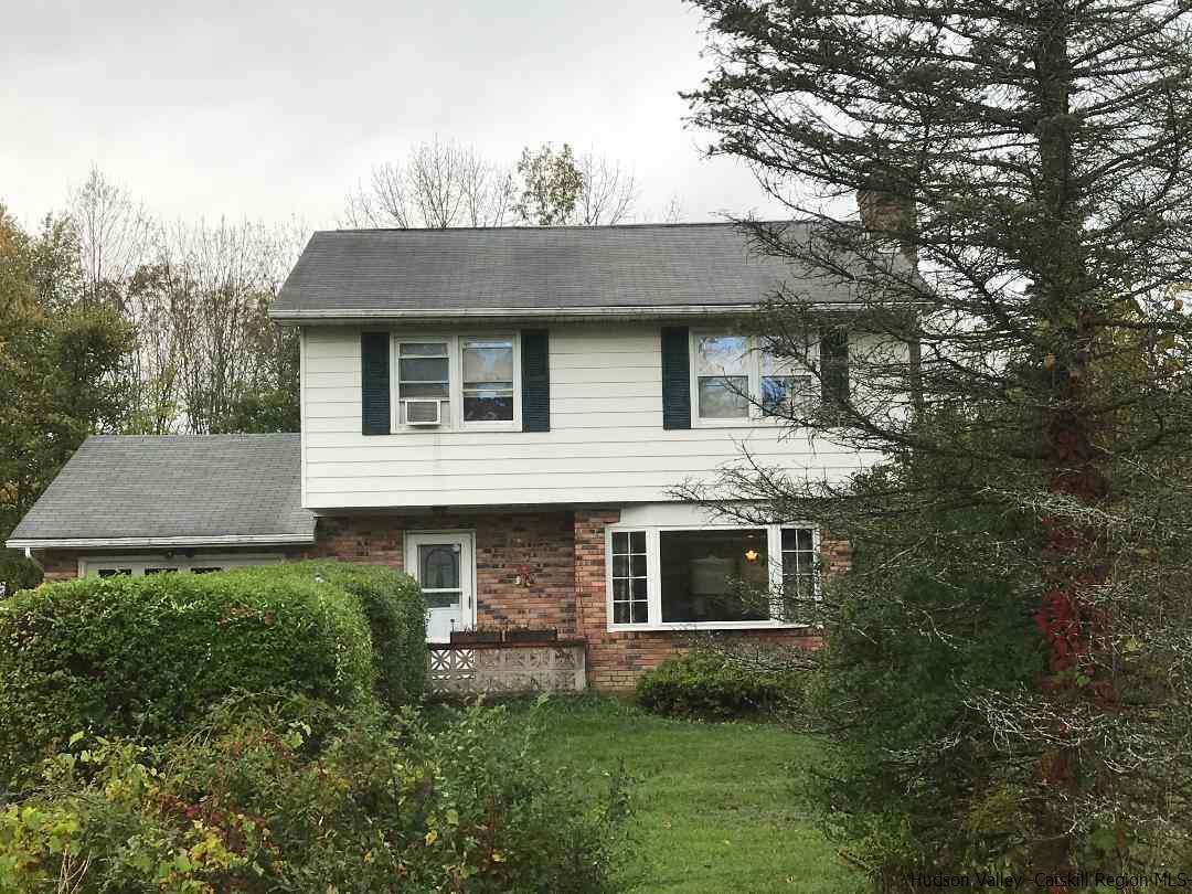 Single Family Home for Sale at 1 Lauren Drive 1 Lauren Drive Gardiner, New York 12525 United States