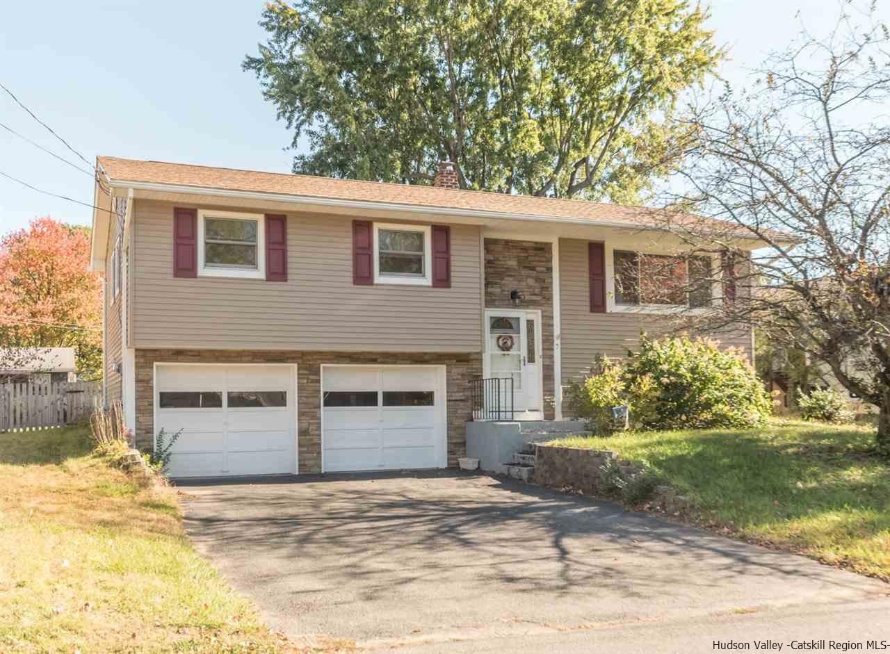 Single Family Home for Sale at 7 Highland Court 7 Highland Court Saugerties, New York 12477 United States