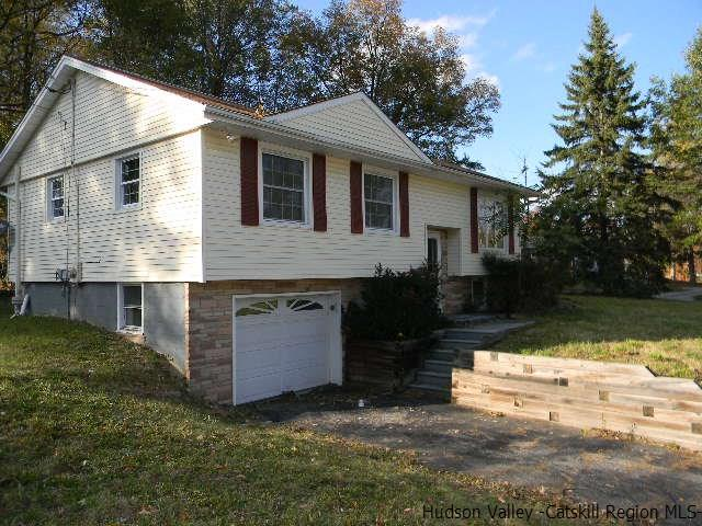 Single Family Home for Sale at 25 Blossom Lane 25 Blossom Lane Wallkill, New York 12589 United States