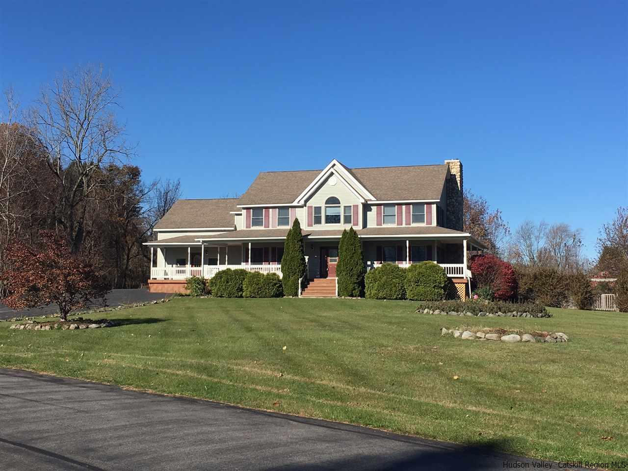 Single Family Home for Sale at 2 Sommerfield Drive 2 Sommerfield Drive Wallkill, New York 12589 United States