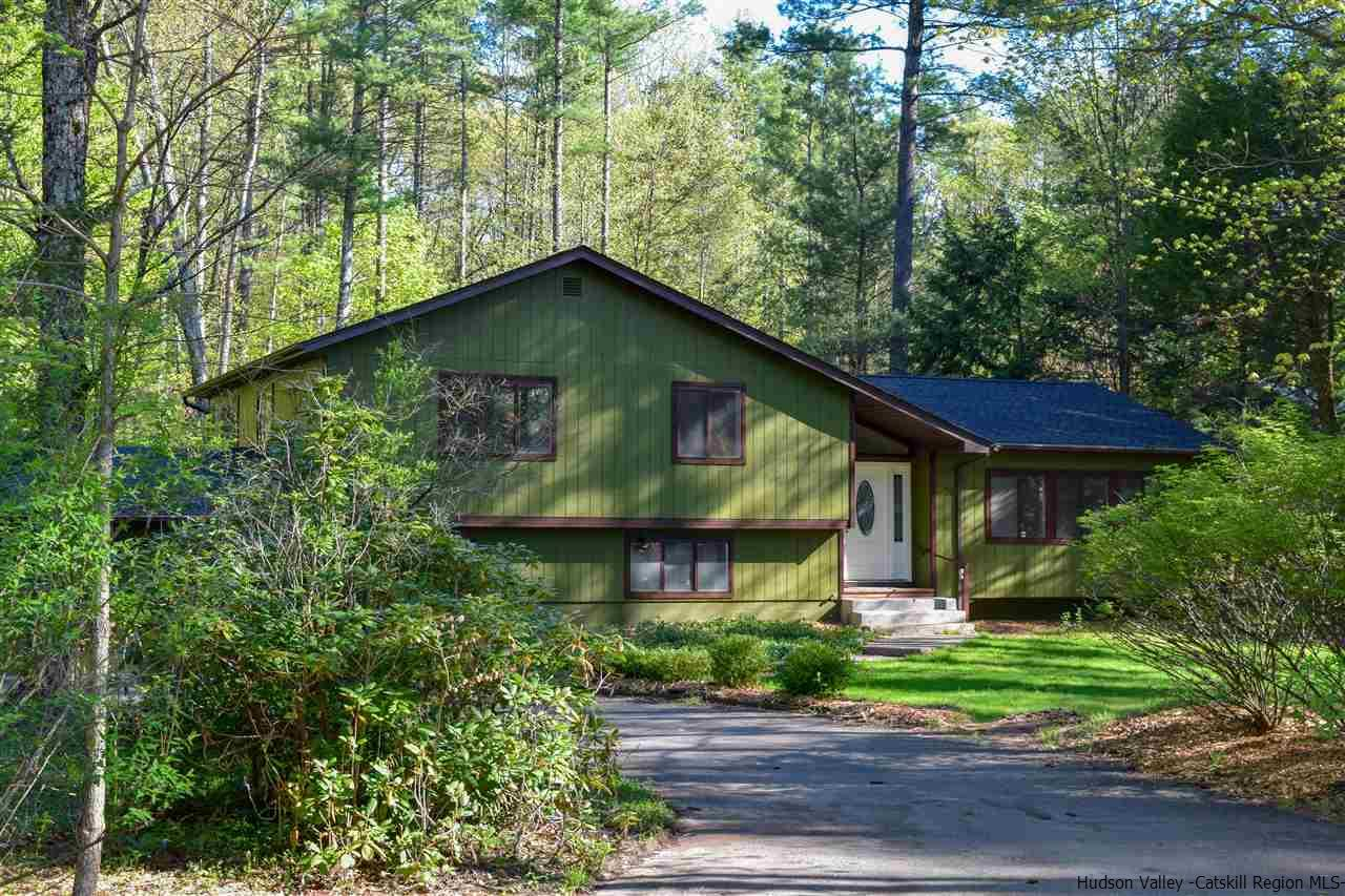 Single Family Home for Sale at 26 Holly Hills Drive 26 Holly Hills Drive Woodstock, New York 12498 United States