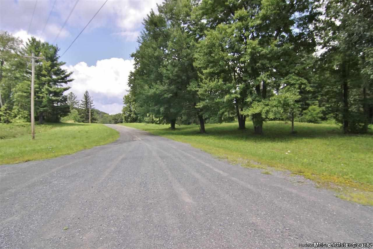 Single Family Home for Sale at 105 Stephens Drive 105 Stephens Drive Saugerties, New York 12477 United States