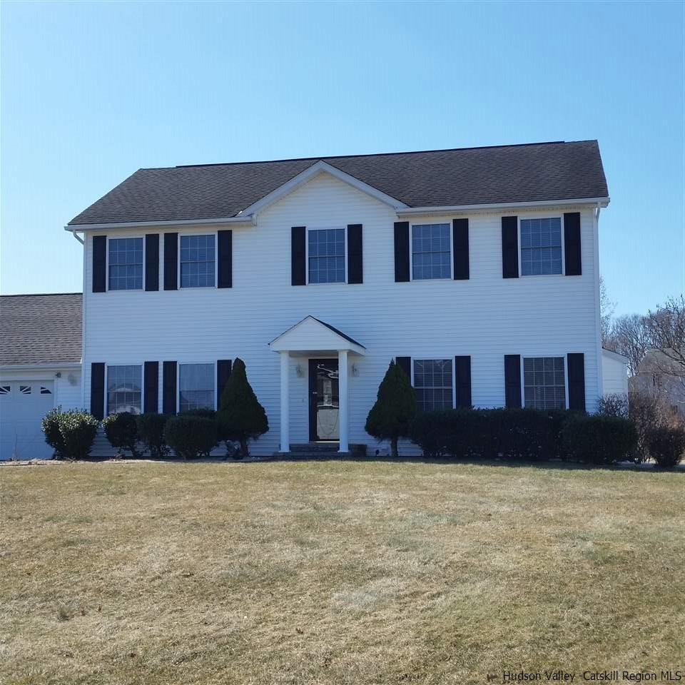 Single Family Home for Sale at 106 Canterbury Drive 106 Canterbury Drive Saugerties, New York 12477 United States