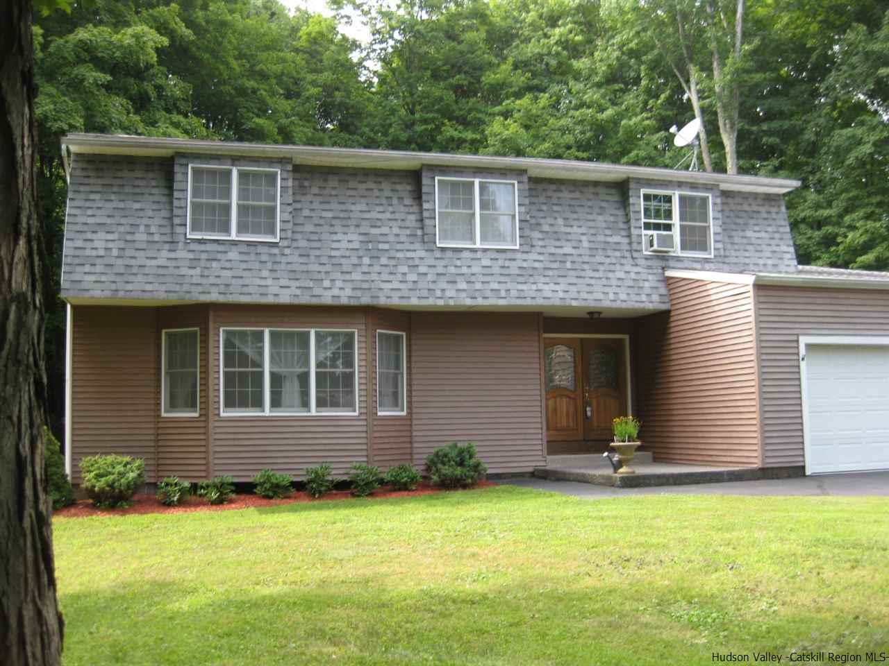 Single Family Home for Sale at 252 Vly Atwood Road 252 Vly Atwood Road Stone Ridge, New York 12484 United States