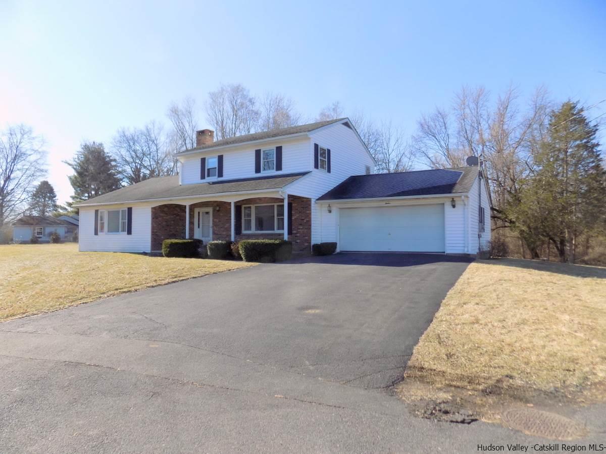 Single Family Home for Sale at 12 Tami Lea Court 12 Tami Lea Court Lake Katrine, New York 12449 United States