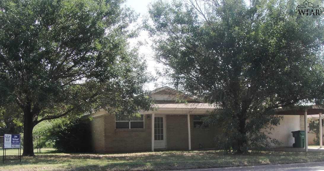 205 GLENDA DRIVE, Iowa Park, TX 76367