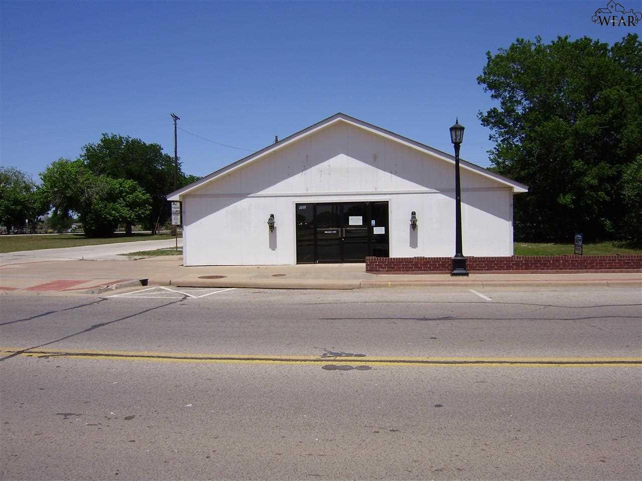 101 E 3RD STREET, Burkburnett, TX 76354