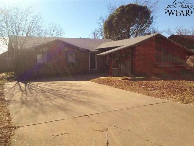 909 W CORNELIA AVENUE, Iowa Park, TX 76367
