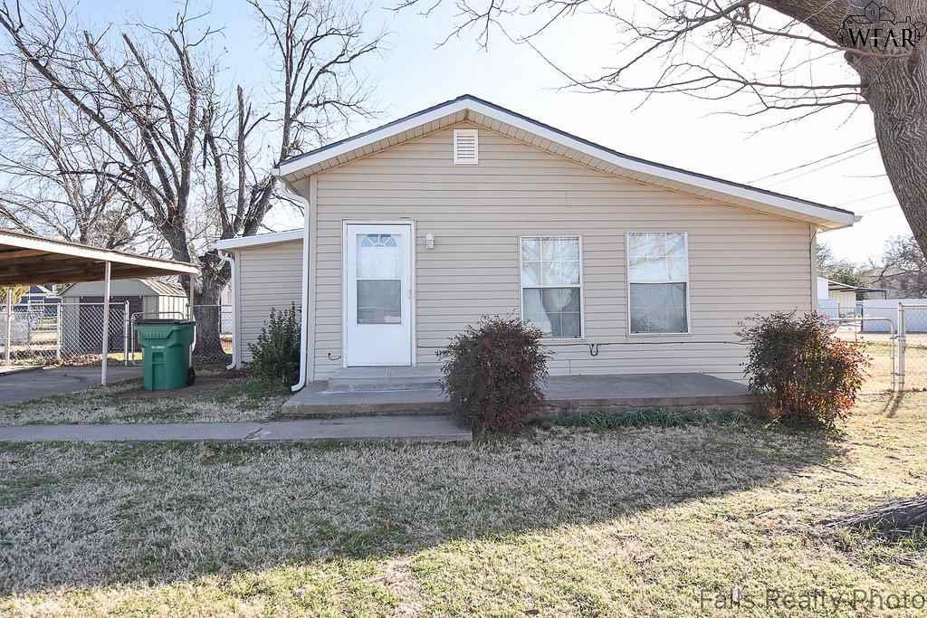 205 S COLORADO STREET, Iowa Park, TX 76367